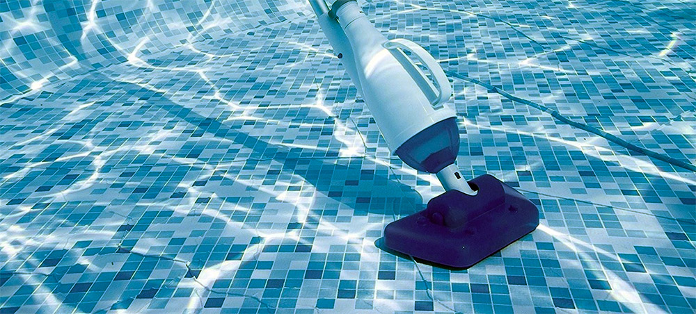 Pool vacuum head